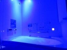 時空工房 エステティック フランボワーズクラブの雰囲気(全身アロマジェットバス入浴はお好みでブルーライトに♪)