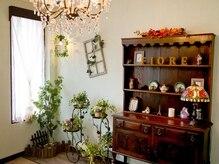 フィオーレ(fiore)の雰囲気(アンティークと緑に囲まれた落ち着いた店内♪)
