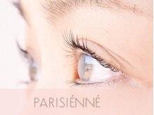 まつ毛を長く見せ、目が大きく見えるパリジェンヌラッシュリフト
