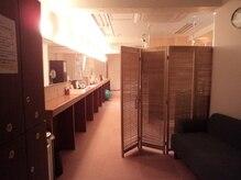 スタジオ ヨガピス 京王八王子駅前店の雰囲気(アットホームな雰囲気の店内。ごゆっくりお過ごしください。)