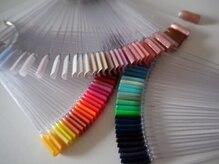 200色のカラー取扱い。原色~ニュアンスまで繊細に表現します◎