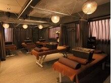 快適リラクの雰囲気(ベッドは囲えるカーテンなので落ち着いて施術を受けられます)