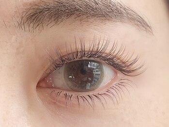 ニューラインアイプラス トーキョー(New-Line eye+)の写真/お洒落な色味で勝負★【ロイッシュカラー120本】大人女性に嬉しい自然に伸びたような美しいまつ毛に♪