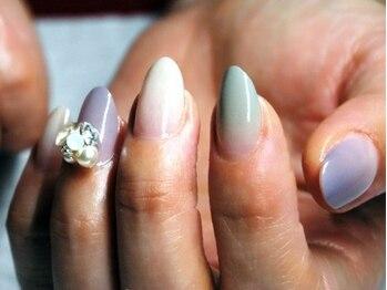 サンネイル(sunnail)の写真/フィルイン技術で自爪を傷めずジェルネイルが長く続けられる♪そり爪さんもフォルムを整え美爪さんに。