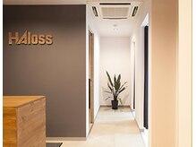ハロス(HAloss)の雰囲気(メンズが気兼ねなく利用できる木目調と緑の心地よい空間)