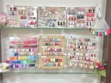 ネイルサロン グラマラス 所沢店の雰囲気(アート、カラーサンプルが豊富な店内!お悩みの時には是非!所沢)