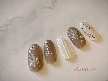 ラグウナ(Laguna)/雪の結晶とニットネイル