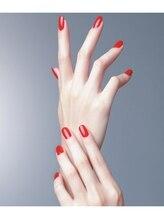 傷みに悩んだお客様も、モデルさんのような爪に変身!