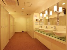 ホットヨガサロン ラビエ 宇都宮店の雰囲気(清潔なロッカールーム完備♪ご予定の前後にヨガでリフレッシュ◎)