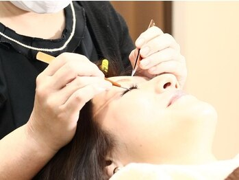 リラックスタイム 三田本店(Relax Time)の写真/国産グルー・抗菌エクステ使用◎キャリアが長い施術者がまつ毛の状態に合わせてエクステを選定しキープ力UP