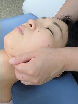 静岡療術整体院の写真/【本格整体+小顔筋膜リリース&リフトアップ美顔器90分¥9500】歪み矯正・ツボ押し・流しでコリにも効果◎