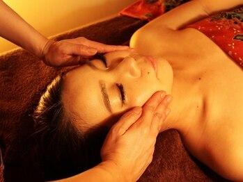 シルキーゾーン (SILKYZONE)の写真/小顔にも◎血行・リンパにアプローチでクスミ肌を改善!【フェイシャルお試しコース60分¥7480⇒¥4180】