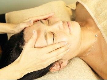 ヘッドスパアンドプライベート ミライ(Head Spa & Private mirai)の写真/【完全個室でゆったり施術♪】ヘッドスパで頭をほぐし、お顔もリフトUP!すっきり小顔に◎