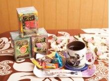 アロハサロン ワレア(Aloha Salon Walea)の雰囲気(ハワイアンティーと毎月違うお菓子をアフターティーにどうぞ。)