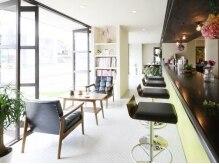日差しの差し込む暖かな店内は、カフェのようなおしゃれな空間♪