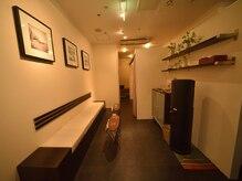 フィフティーンモム みなとみらい店(15MOMU)の雰囲気(落ち着いた雰囲気、照明の店内になります。)