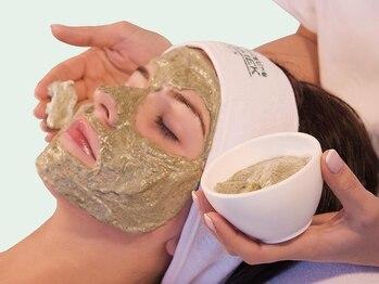 サロンリーナ 柏西口店(SalonLena)の写真/「グリーンピール」で根本から改善!サロンリーナイチオシの肌質改善メソッドをご提供★ハリ艶ある美肌へ♪