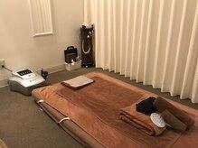 ドクターボディ 池袋店(Dr.Body)の雰囲気(施術スペース。カーテンで仕切られたプライベート空間です。)