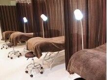 アイラッシュサロン アン(an by Lei)の雰囲気(ふかふかベッドで、眠れる施術。カーテンで仕切られています。)