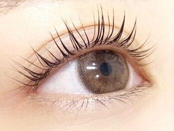 パリス アイラッシュ(PAAARIS)の写真/((Eyecare姉妹店*))軽い付け心地で、ずっと続く上向きカール。上品に大人っぽく。自然なのに瞳大きく◎