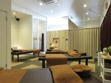 手ごころ 大塚店の雰囲気(店内には施術用ベッドが5台ありゆったり落ち着ける雰囲気です♪)