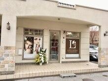 リリアーナ アサヒカワ(LILIANA ASAHIKAWA)の雰囲気(4条通に面している白い平屋の建物が当店です!)