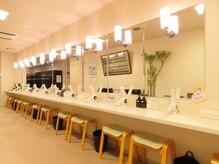 ホットヨガスタジオ ロイブ 仙台店の雰囲気(【ロッカールーム・パウダールーム完備】いつでも気軽にヨガを♪)