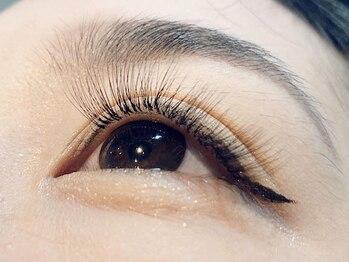 アイラッシュサロン カルモ(eye lash salon calmo)の写真/【華やかな目元はcalmoで叶う】話題のボリュームラッシュもご用意☆理想の目元に合わせて選べるデザイン!