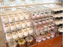 ネイルサロン ドゥ ミロン(Nail Salon de Milon)の雰囲気(ラメ・ホログラム含め500色以上!微妙な色の違いが楽しめる♪)