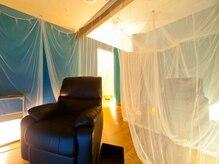 オクルミ(okurumi)の雰囲気(くるまれるような座り心地のリクライニングソファ♪)