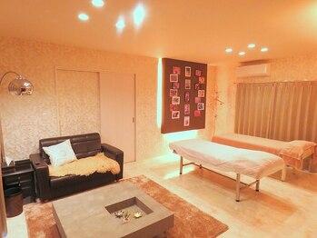 リラクゼーションルーム 自由時間の写真/ホテルのスイートルームのような落ち着いた空間でご褒美ケアを堪能♪最適な圧で全身をしっかりほぐします。