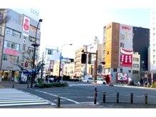 [矢場町・交差点]矢場とん反対・2階にあるピンクの看板が目印♪