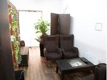 サロンSの雰囲気(広々とした空間を一人占めできる、完全個室。)