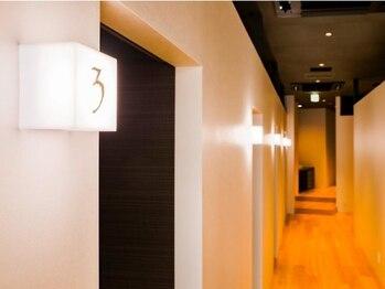 ザ プライム マッサージ(THE PRIME MASSAGE)の写真/完全個室×ダウンライトの空間で国家資格保有の技術を♪施術後、身体が軽くなる感覚がやみつきに!