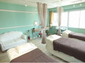 アイドレッサー(I DRESSER)の写真/ヨーロピアン調の落ち着く店内は,1つ1つのベッドがカーテンで仕切られておりますのでお寛ぎ頂けます。