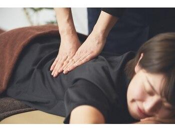 """フットマン 戸越銀座店の写真/辛い腰痛は""""体の歪み""""が原因。溜まった疲れをスッキリ解消!深圧し整体は、女性のお客様にもお勧め◎"""