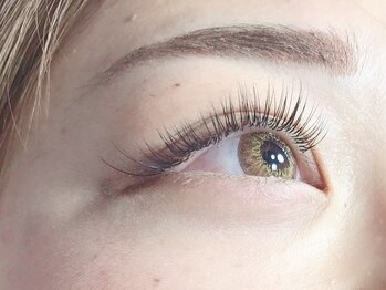 エイトラッシュ(8-lash)の写真/<高技術×モチの良さ>が人気の理由◎自まつ毛への負担を最小限に抑えた施術で、理想の目元を実現♪
