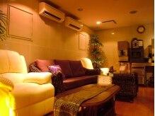 タイリラクゼーションスペース プラスセフィーレ(Thai Relaxation Space +CEFLE)の雰囲気(1F待合室。施術後、ドリンクやハーブティサービス★)
