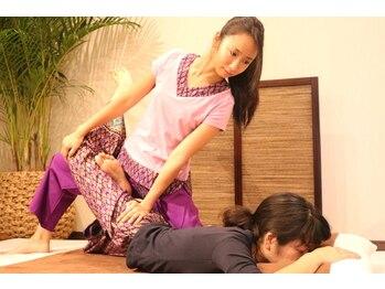 タイ古式マッサージ スッカパープ 立川店(SUKKAPARP)/しっかり身体を伸ばしていきます