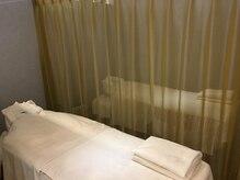 ラフィネ 近鉄フッセ店の雰囲気(仕切りのカーテンを開ければ、ペアでの施術も受けられます♪)