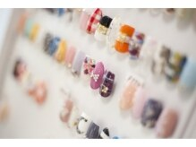 クロレ(nail&care colorer)の雰囲気(ジェルカラーは89色!サンプルチップも豊富にご用意しています)