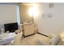白を基調とした落ち着きのある完全個室が人気♪