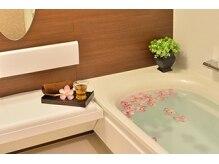 スローティラテ 中道店の雰囲気(広々としたお風呂で、安らかなひとときをお過ごしください。)