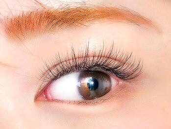 アイラッシュサロン ルル(Eyelash Salon LULU)の写真/LULUオリジナル[次世代ボリューム]ダブルホールドラッシュ★フラットラッシュ×ボリュームデザイン♪
