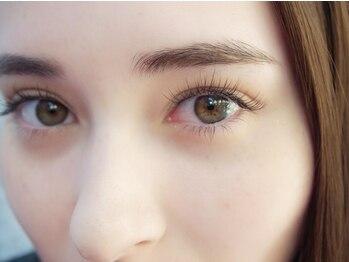 ルアナ(Luana)の写真/髪色や眉の色に合わせてエクステのカラーも変えられる!ブラウンカラーで目元に透明感を★