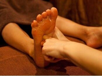 銀座足庵 六本木店の写真/足の疲れだけでなく内臓機能も活性化!弱っている所を丁寧に教えてくれる脚美人生姜コース65分¥3980がお勧め