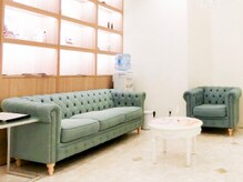 レカロ 札幌大通店(RECARO)の雰囲気(白を貴重にした落ち着いた高級感のあるデザイン空間です!)