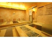 オッソ(OSSO)の雰囲気(計6種類の岩盤浴が楽しめます!玉砂利岩盤浴がオススメ。)
