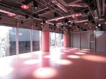 ナージー アクティブスタジオ ハラジュク(NERGY ACTIVE STUDIO HARAJUKU)の雰囲気(原宿の街を見下ろせる広々としたスタジオ★[ヨガ・武道])
