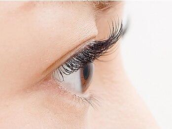 アース ネイルアンドアイラッシュ 甲府昭和店(HAIR & MAKE EARTH Nail&Eyelash)の写真/目の印象を一気に華やかに☆自然なボリュームで目ヂカラUP☆どの角度から見ても自然な仕上がりに♪